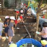 夏期保育の様子 水遊び